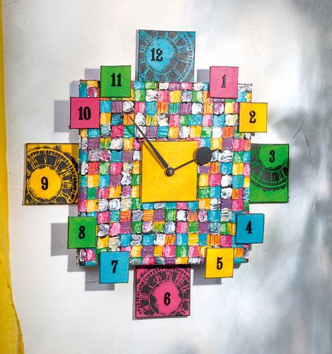 Chassis Quadratologo Et Cartons Entoiles Pour Une Horloge Originale
