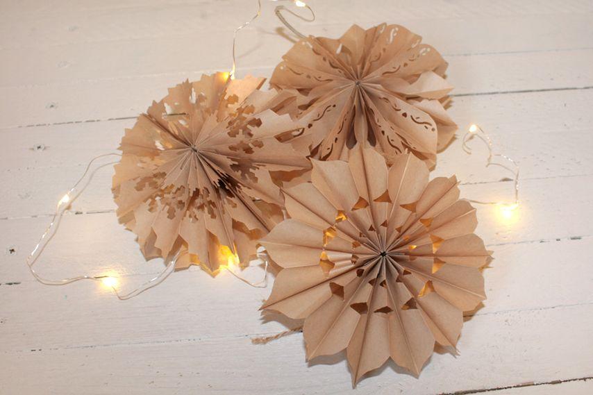 dekoration f r die weihnachtszeit sterne aus papiert ten basteln vbs hobby. Black Bedroom Furniture Sets. Home Design Ideas